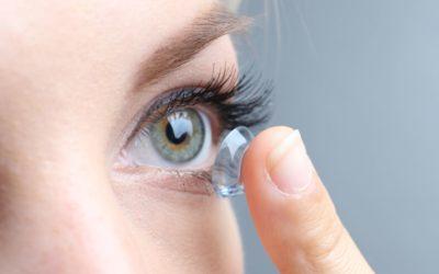 Kontaktlinsen und Pflegemittel